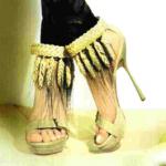 Sandalias de plataforma con espigas, de Alexander McQueen. Foto Vogue España